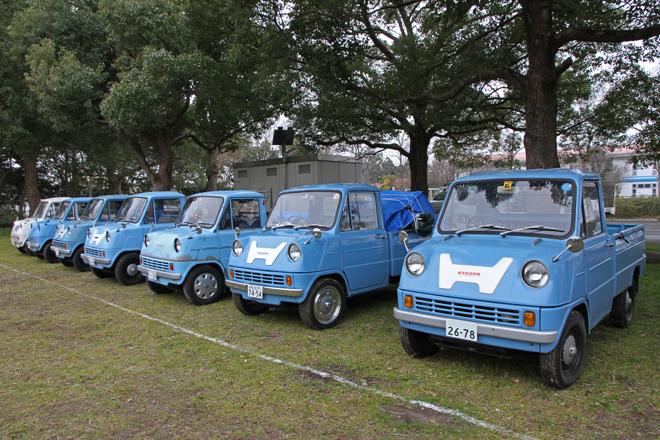1963年に発売されたホンダ初の市販四輪車であり、日本初のDOHCエンジン搭載車だった軽トラック「T360」が7台も集まった。めったに見られる光景ではない。