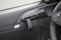 ドアハンドルがヒモに変更されている。これも軽量化のため!?