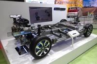 「ソリオ ハイブリッド」の駆動系の模型。