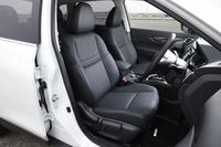 シートの仕様はガソリン車と共通。表皮は防水クロスが標準で、オプションでスエード調トリコットも選べる。