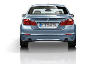 「BMWアクティブハイブリッド5」は、3リッター直6ターボ(306ps、40.8kgm)にモーター(55ps、21.4kgm)を組み合わせたハイブリッドシステムを搭載する。