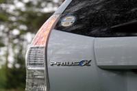 「プリウスα」の価格帯は、5人乗り「S Lセレクション」の235万円から、7人乗り「G ツーリングセレクション スカイライトパッケージ」の330万5000円まで。駆動方式はすべてFFとなる。