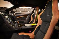 「V12ヴァンテージAMR」のインテリア。写真は「Halo Pack」選択車のもの。
