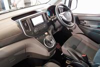 運転席まわり。シフトセレクターの形状はガソリン車と異なるが、他車両から乗り換えたドライバーが戸惑うことのないよう、あえてオーソドックスなデザインが採用されている。