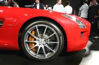 タイヤサイズは前265/35R19、後295/30R20。