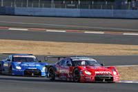 「GT-R & Zオールスターバトル」で本番さながらのバトルをみせた2台。来季こそGT500の王座奪還を目指す本山哲の「MOTUL AUTECH GT-R」と松田次生の「カルソニックINPUL GT-R」。