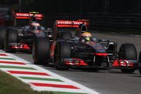 予選で2、3位につけたマクラーレン。レースではルイス・ハミルトン(前)、ジェンソン・バトン(後ろ)ともスタートで順位を落としてしまう。ハミルトンはミハエル・シューマッハーに手こずり、最終的にメルセデスを抜くが表彰台を逃し4位、バトンは7位から2位まで挽回(ばんかい)した。(Photo=McLaren)