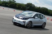 取材は、まずは「BMW i3」の試乗からスタート。このクルマの走りについては『webCG』の試乗記をご参照あれ。