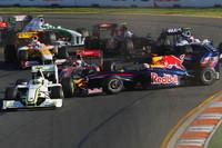 スタート直後の1コーナーの混乱。スロースタートだったバリケロをきっかけに、マーク・ウェバーのレッドブル、ニック・ハイドフェルドのBMWらが巻き込まれた。(写真=Red Bull Racing)
