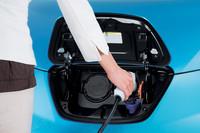充電ポートには、照明の追加やオープナーの電磁化、使い方に応じた多様なロック機構の採用などといった改良が施された。