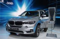 「BMW X5」のプラグインハイブリッド車「xDrive40e」。
