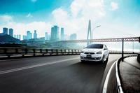 燃費性能は25.4km/リッターと、従来モデルの1.2リッター車より0.4km/リッター向上している(いずれもJC08モード)。