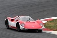 67年グランプリではアクシデントに巻き込まれたこともあって勝てなかったものの、性能的にはポルシェ906カレラ6といい勝負だったR380-II。