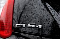 「CTS」バッジの右横に、四輪駆動であることを示す「4」の文字。新しい上級グレード「プレミアム」は2014年12月に追加された。