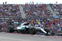 オースティンでは2年連続でポールポジションを獲得していたロズベルグ(写真)だったが今年は予選2位。スタートでリカルドに抜かれ3位に落ちるも、バーチャル・セーフティカーのタイミングでタイヤ交換を行い2位に復活した。およそ1勝分の26点リードで残り3戦に向かう。(Photo=Mercedes)