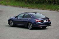 現行型「ホンダ・アコード」は2013年6月に登場した9代目のモデルにあたる。日本で販売されるのはハイブリッド車のみ。