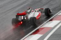 オーストラリア、中国と雨で荒れたレースを制してきたジェンソン・バトンだったが、雨の韓国では苦戦した。ブレーキロックと格闘しペースはあがらず、コース状況が良くなると見込み、早めにインターミディエイトタイヤに交換したがタイミングがあわず。スピンもしながらポイント圏外の12位完走。ポイントリーダーのアロンソに42点の差をつけられ、事実上タイトル争いから脱落した。(写真=McLaren)