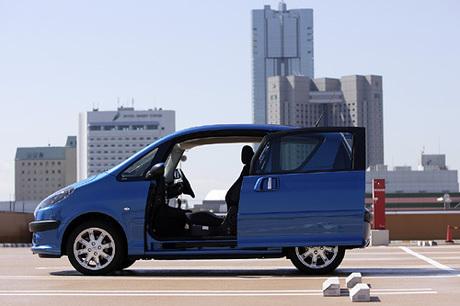 ……249.0万円総合評価……★★★★日本車が席巻する実用的コンパクトカーの分野に、機能性とファッション...