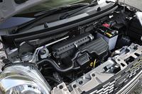 0.66リッターの直3自然吸気エンジンは52psと6.1kgmを発生する。JC08モード燃費は30.0km/リッター。
