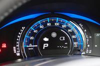 一部グレードには、エコドライブをサポートする専用メーターが備わる。