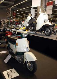 特別展示のひとつ「2気筒バイクの歴史」。1962年「ホンダ・ジュノオ」(手前)の姿も。