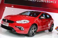 フィアットと広汽集団との合弁会社による中国専用車「オッティモ」。2014年4月、北京モーターショーで。