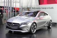2011年の上海モーターショーで披露された「メルセデス・ベンツ コンセプトAクラス」。(写真=新井一樹)