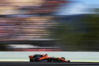 GPの合間には、今月末に初出場するインディ500への準備を着々と進めているフェルナンド・アロンソ(写真)。母国スペインでは、初日最初のフリー走行の開始早々からエンジンブロー、コース上にストップという散々なはじまりとなってしまったが、翌日の予選では形勢を逆転させ今季初のQ3進出を決め、さらにメルセデス、フェラーリ、レッドブルに次ぐ7番グリッドを獲得してしまった。レースではスタートでフェリッペ・マッサと当たりコースオフ、11位に落ちてしまい苦しい展開を余儀なくされたが、最後まで走り切り12位完走。(Photo=McLaren)