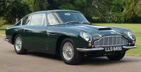 ひとめぼれして購入したという「アストン・マーティンDB6 Mk1」の同型車。これと同じブリティッシュグリーンの、1967年式ヴァンテージだった。