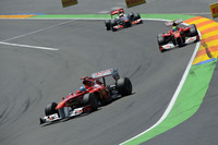 得意のブレーキング&トラクションを生かしたフェラーリは予選でアロンソ(写真前)4位、マッサ(同後ろ)5位といいポジションにつけ、スタートでは3-4位でレッドブルの2台を追った。アロンソはベッテルにはかなわなかったがウェバーには勝ち、モナコに次ぐ2位を獲得。マッサは好位置をキープできず5位フィニッシュ。(Photo=Ferrari)