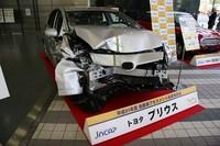 (その顔からはわかりにくいが)人気モデル「トヨタ・プリウス」も会場に飾られた。