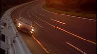 谷田部にJARI(日本自動車研究所)テストコースがあった時代には、300km/hを超える速度での最高速テストも実施。異次元体験の模様がDVDでは語られる。