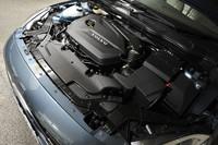1.6リッター直4ターボエンジンは180psと24.5kgmを発生。湿式デュアルクラッチの6段ギアトロニックトランスミッションと組み合わされる。