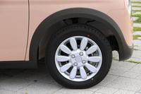 アルミホイールが装備されるのは最上級グレードの「X」のみ。タイヤサイズは全車共通で155/65R14となっている。
