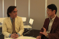 iMiEVプロダクトエグゼクティブの橋本徹氏(右)と『NAVI』編集長、加藤哲也(左)