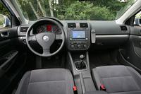 ボディサイズはボーラより178×46×13mm拡大され、前席は室内幅が40mm広い。ホールベースは65mm長く、後席レッグルーム(+65mm)に与えられた。