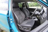 4WD車のフロントシートには、2段階温度調整機構付きのシートヒーターが装備される。