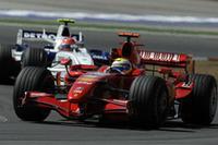 暑く過酷なレースを制したマッサ。チャンピオンシップでは、トップのハミルトンの15点後方、3位につけているが、2007年も残るは5戦を数えるのみ。フルアタックをかけない限り、タイトル獲得は難しい。(写真=Ferrari)