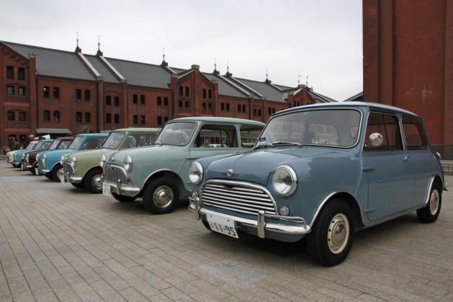 7台そろった「ミニ・マークI」。オースチンおよびモーリスのベーシックな「850」あり、「クーパーS」ありだが、生産国も英本国のほかオーストラリア産あり、ニュージーランド産ありだという。