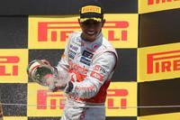 マクラーレンのルイス・ハミルトンが、過去2回優勝している得意のカナダで今季初V。デビューイヤーの2007年に初優勝した思い出の地で復活ののろしをあげ、2点差ながらポイントリーダーに躍り出た。(Photo=McLaren)