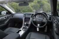 インテリアのデザインはハイブリッド車と共通。センターコンソールにはカーナビゲーションの画面に加え、インフォテインメントシステムなどの操作に用いるタッチスクリーンが備わっている。