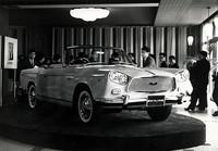 1961年3月、都内で行われた報道関係者向けのお披露目式におけるアレマーノ製のスカイラインスポーツ・コンバーチブル。