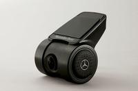 イグニッションオン/オフに反応して、R2-D2の音声が流れるドライブレコーダーを特別装備する。