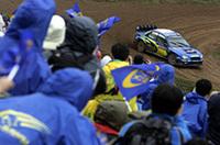 ソルベルグのリタイアで沈むスバル勢に、若手クリス・アトキンソンが3位をプレゼント。表彰台にブルーのマシンがあがった。(写真=スバル)