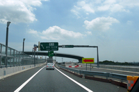 圏央道と東名高速をつなぐ海老名JCT。つながっている圏央道はここまで。ここから寒川北ICまでは建設中で、開通目標は2014年度としている(NEXCO中日本調べ)。