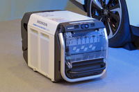 外部給電器の「パワーエクスポーター9000」。「クラリティ フューエルセル」のバッテリーから電力を取り出すことが可能で、100Vの出力端子が6つ、200Vの出力端子が1つ備わっている。