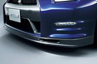 オプション「For TRACK PACK」の「カーボン製エアダクト付きフロントスポイラー」。