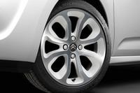 「シトロエンC3」にパールホワイトの限定車の画像