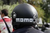 MOMO DESIGNのツヤ消しヘルメット。