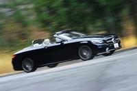 瀟洒(しょうしゃ)なオープンカーの世界を象徴する1台「メルセデス・ベンツS550カブリオレ」。スポーティーとラグジュアリー、その両方が一台のオープンカーで楽しめる。(photo:荒川正幸)